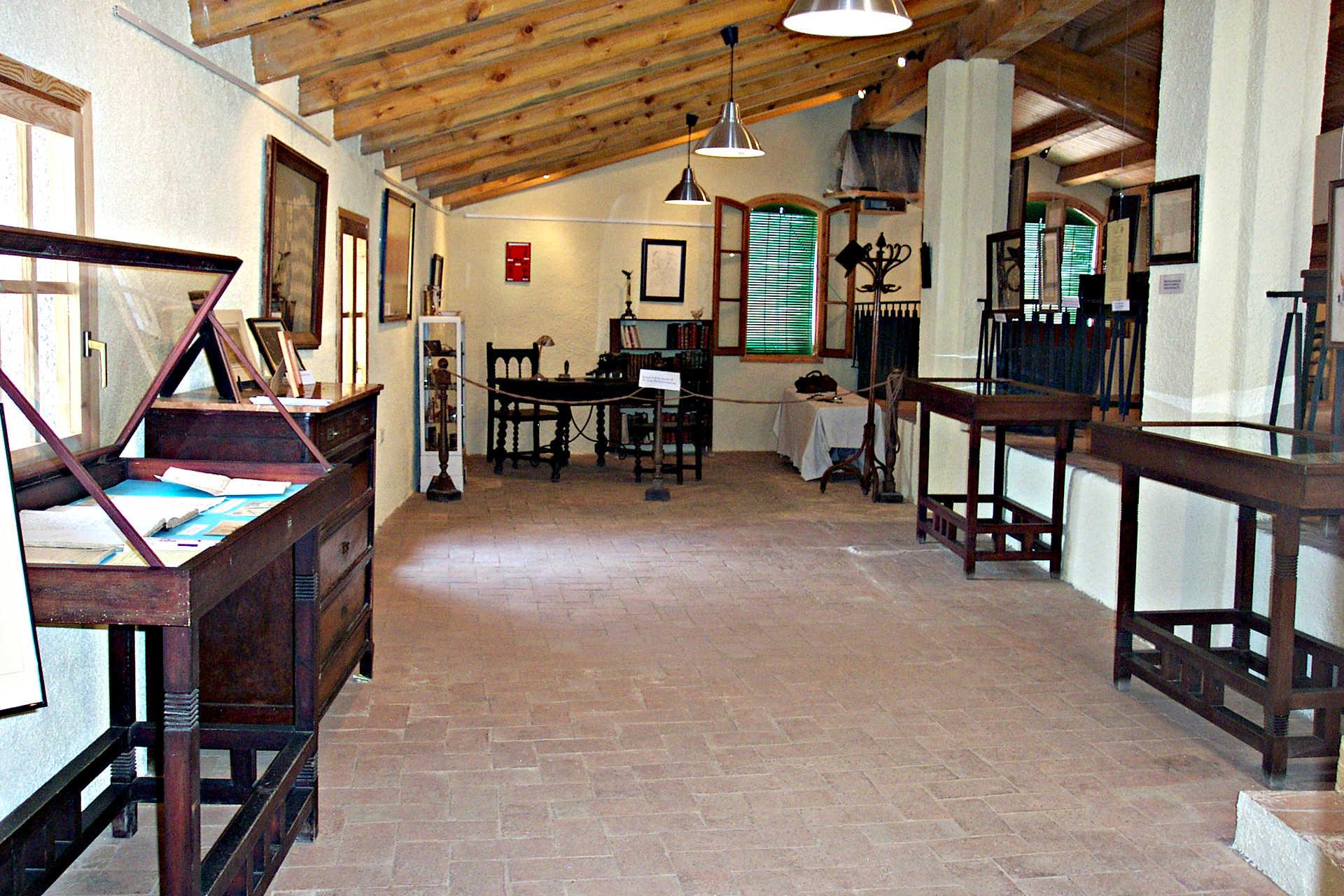 sala exposiciones temporales en segunda planta de museo archivo Pere Virgili