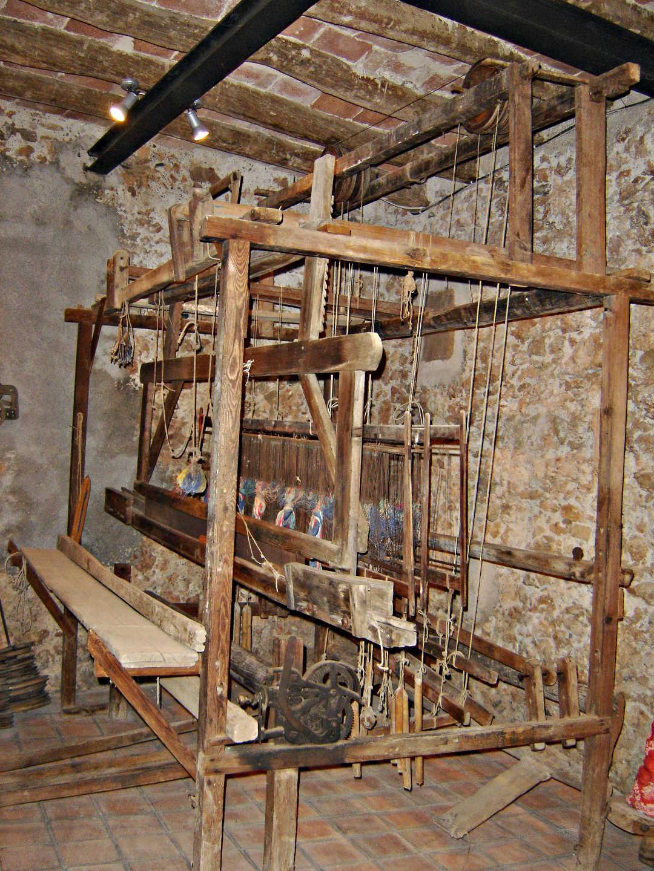 telar del siglo XVIII situado en la planta baja del mueo archivo Pere Virgili